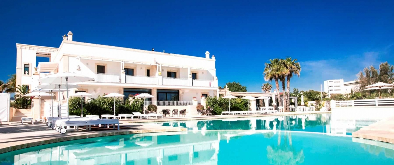 Hotel in background with pools in front – Canne Bianche Lifestyle_Hotel , Puglia